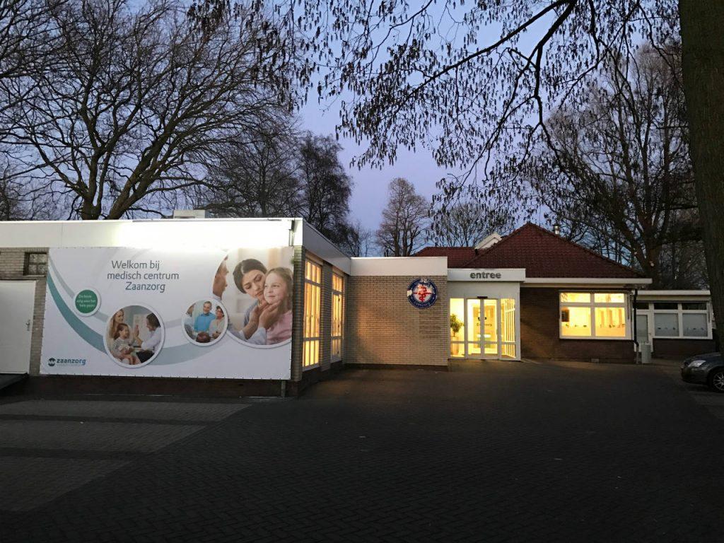 Medisch Centrum Zaanzorg in de avond
